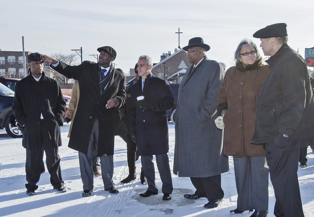 Chicago Mayor Rahm Emmanuel and North Lawndale community leaders review the site where the University of Illinois at Chicago hopes to build the Barack Obama Presidential Library. (Image credit: UIC)