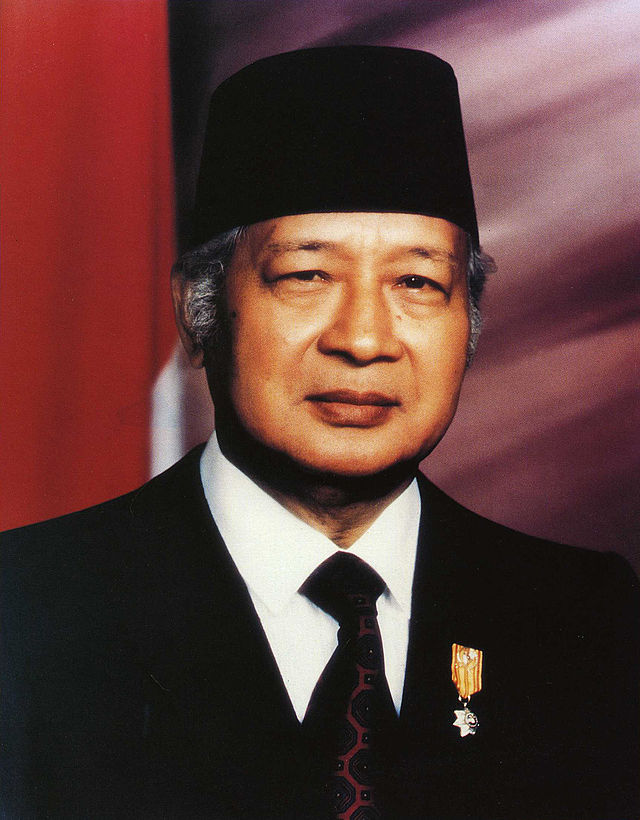 Former Indonesian President Suharto in 1993 wearing a traditional Indonesian fez, a type of hat.
