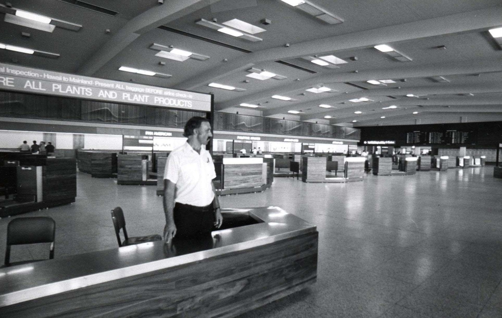 Honolulu International Airport terminal, October 1974 (Image credit: Hawaii Department of Transportation, Airports Division)