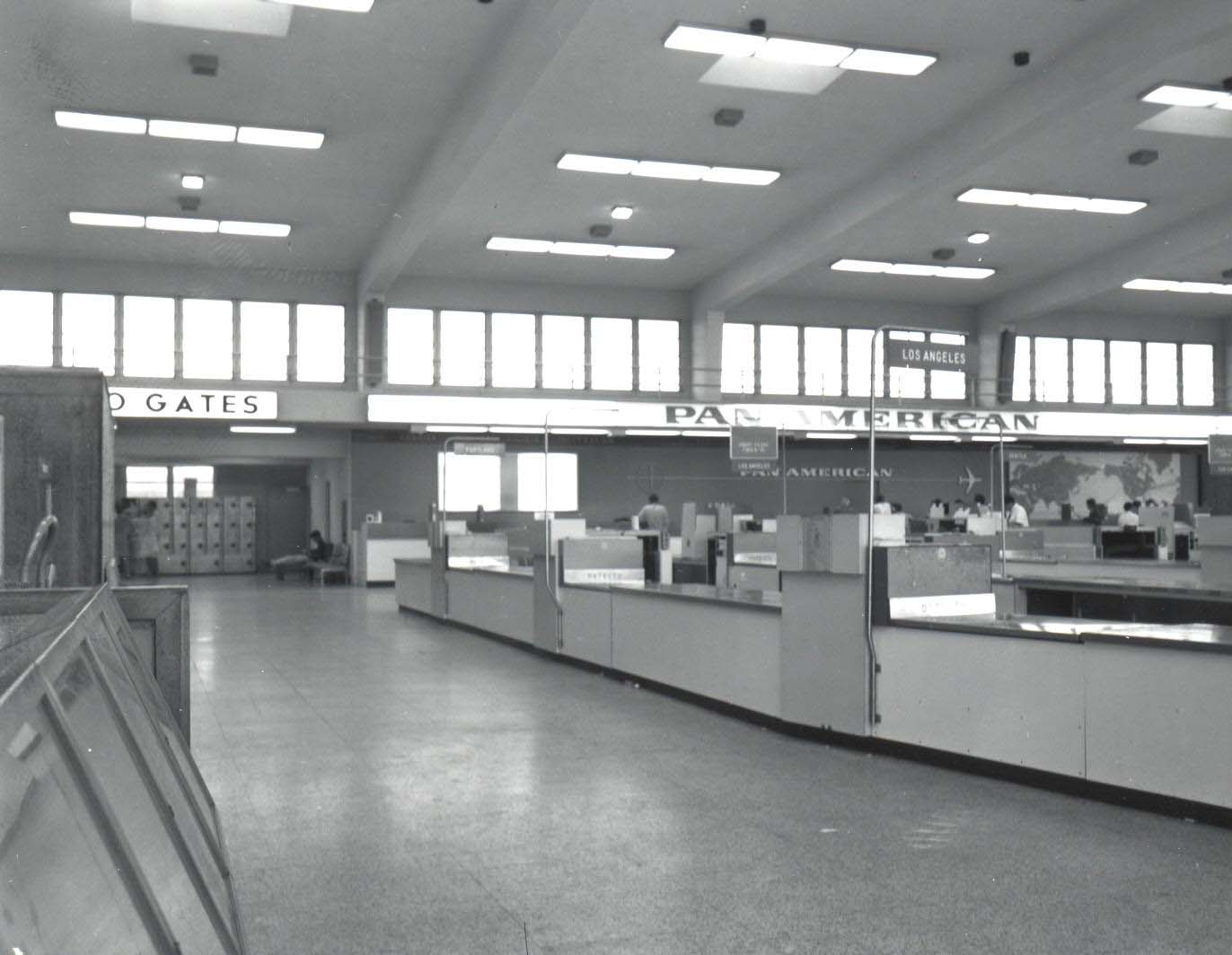 Pan American Airways Ticket Lobby, Honolulu International Airport, 1960. (Image credit: Hawaii Department of Transportation, Airports Division) (CLICK TO ENLARGE)