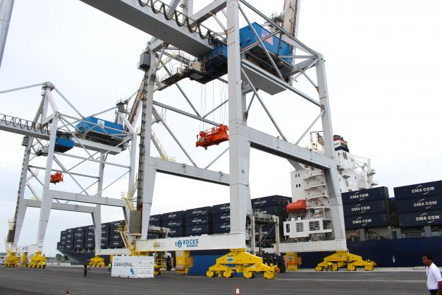 PORT CANAVERAL, FL - A container ship calls on Port Canaveral's GT USA for a container-unloading demonstration during opening ceremonies. (Image: Canaveral Port Authority)
